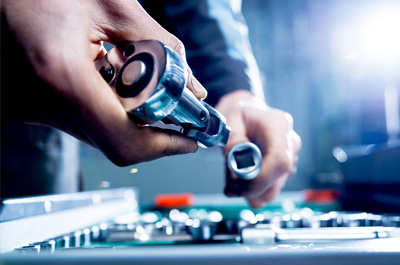 VAUXHALL CELEBRATES 250,000 SECOND GENERATION VIVARO VANS BUILT IN LUTON