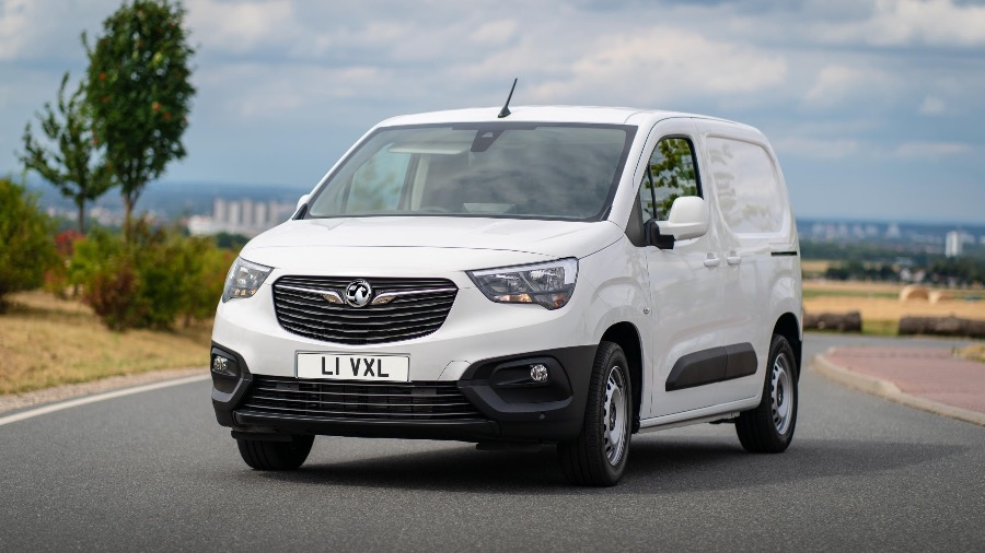 VAUXHALL ADDS GRANDLAND X HYBRID WITH FRONT-WHEEL DRIVE TO SUV RANGE