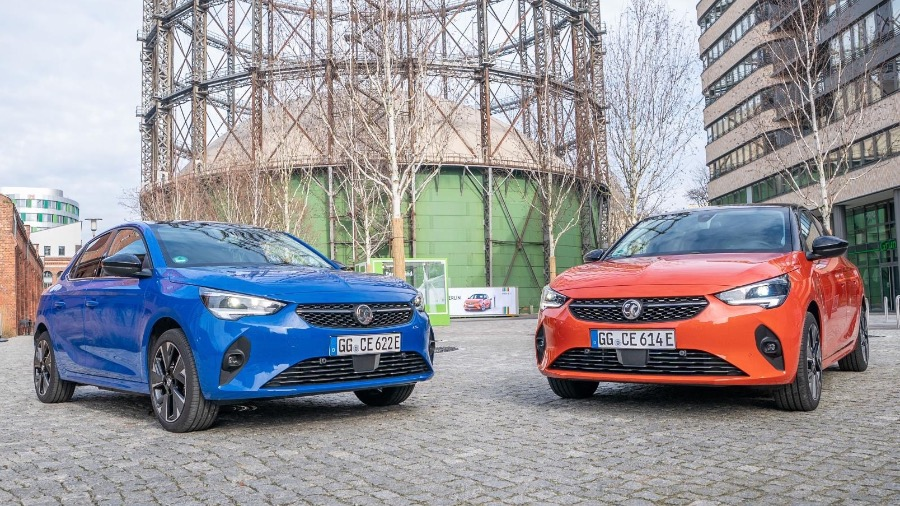 Wilson and Co Grimsby celebrates award win for excellent Motability customer service