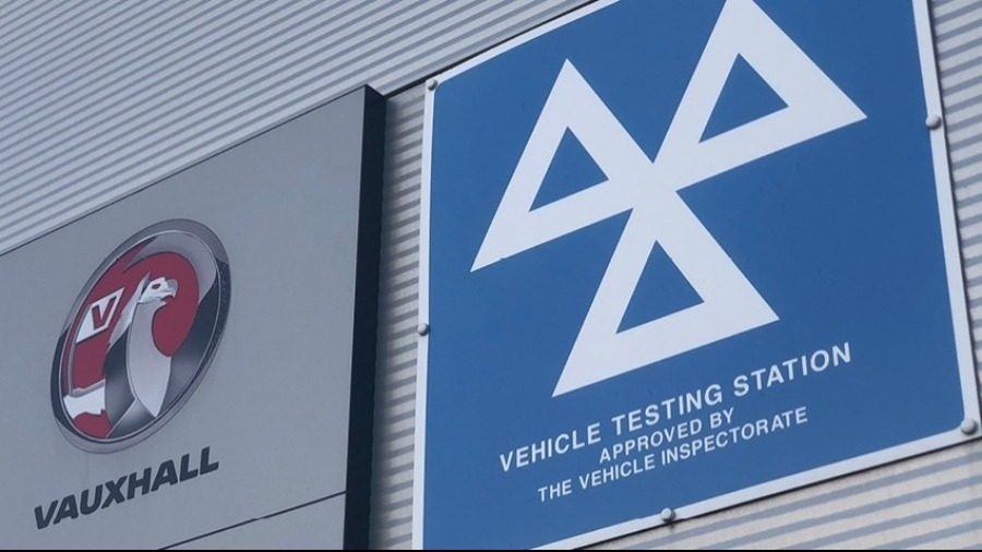 VAUXHALL COMBO CARGO NAMED BEST SMALL DELIVERY VAN AT BUSINESS VANS 2020 AWARDS